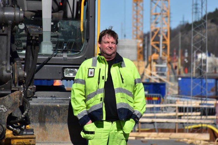 Erfaren grävmaskinist med lastbilsambitioner