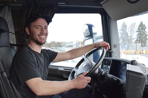 Lastbilsförare med sikte västerut