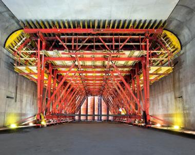 Första delen av Marieholmstunneln nedsänkt