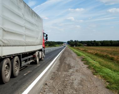 Regeringen går fram med skärpta krav på vinterdäck på tunga fordon