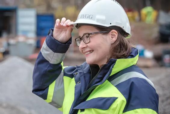 Rekordmånga kvinnor väljer byggutbildningar
